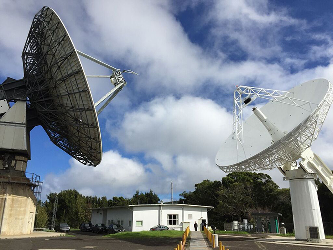 An intra-KPGO short-baseline tie can be realized by configuring (left) the 20-meter antenna as a legacy S/X VLBI system and (right) the 12-meter antenna as a broadband VGOS system using common observing frequencies and a mixed-mode correlation method.