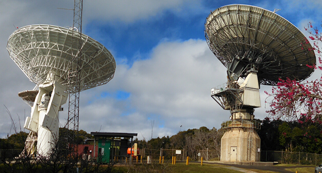 A geodetic tie can be made between the old and new antennas at KPGO by making a series of short-baseline VLBI observations using the mixed mode technique.  Seen here are the two antennas simultaneously observing source 0235+164 on February 12.